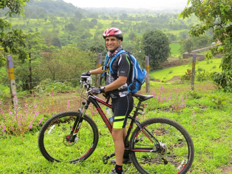 Cycling to Pavna Dam